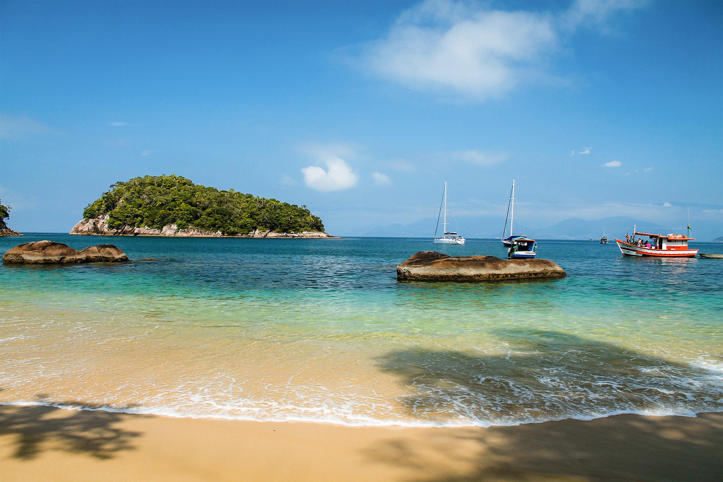 Beach and sunny day - Ubatuba - Brazil