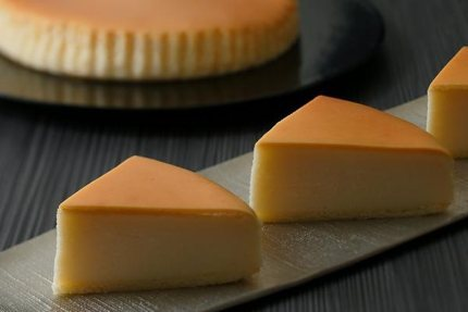 Japanese cheesecake is light and fluffy ©Cheesegarden.jp
