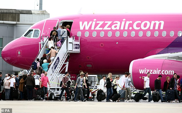 Hungarian low-cost carrier Wizz Air said it will resume flights from London Luton airport this morning after implementing new Covid-19 guidelines for staff and passengers