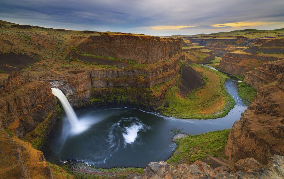 Do Go Chasing Waterfalls! 6 Must-See Waterfalls in America - 2