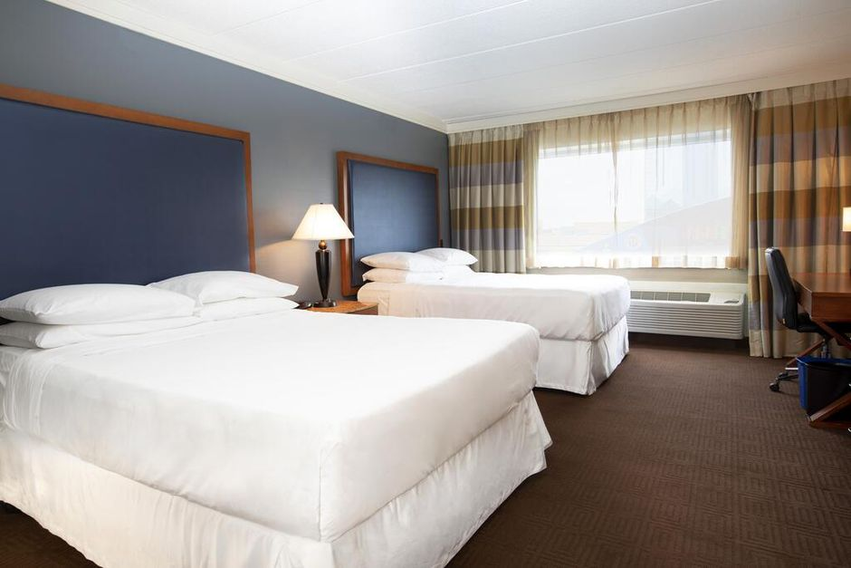 Niagara Falls Sheraton Price Drop—Stay on Either Side for Under $100!