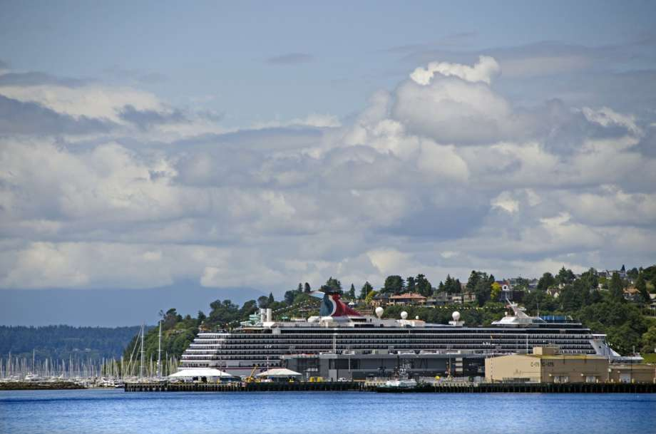 CDC extends cruise ban through October Photo: Mitch Diamond/Getty Images